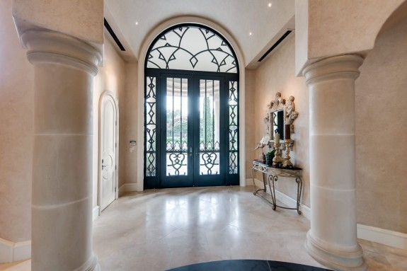 9800 Rockbrook foyer