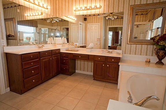 9812 Saint Annes Master Bath