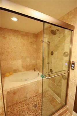 9902 Galway master Bath 2
