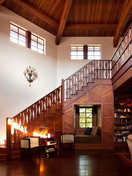 Casa Santuraio stairs