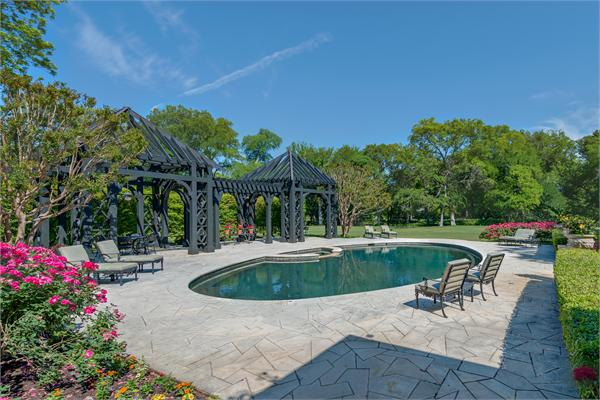 Country estate pool 1