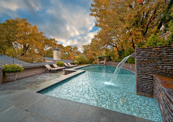 Top Features For Luxury Swimming Pools: From Fountains to ...