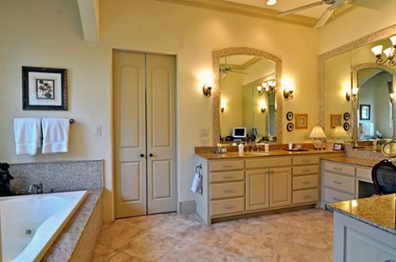 Mike Modano's Kelsey Square house master bath