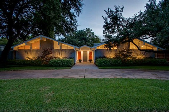 Friday five hundred with curb appeal galore gorgeous mid for Modern home builders dallas