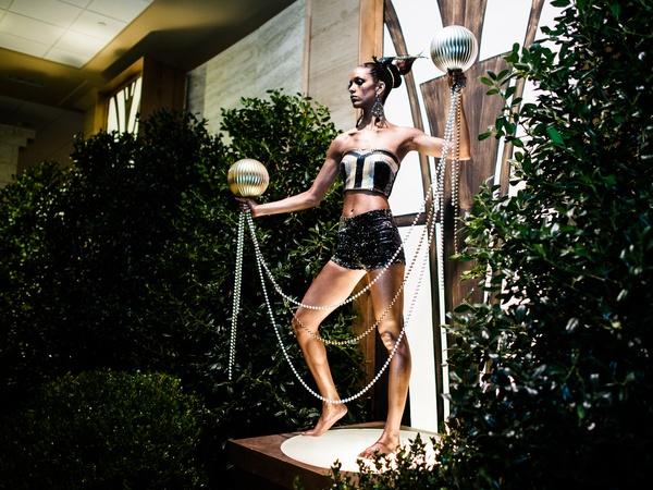 Model-at-Crystal-Charity-Ball-2013_105014