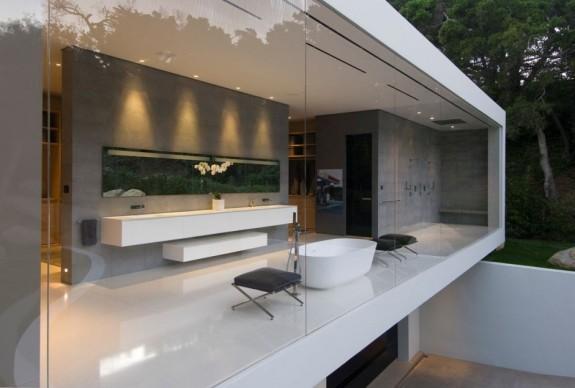 The Glass House bath 1