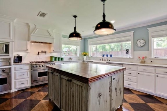 Wishlist wednesday this park estates home is the total for Ranch style kitchen cabinets